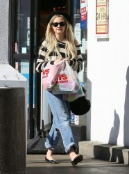 Ashlee Simpson - out in Sherman Oaks 1/2/14