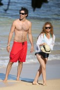 Isla Fisher | Candids on the Beach in Hawaii | January 6 | 21 pics