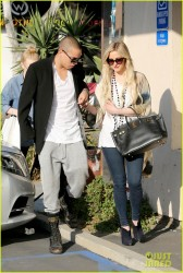 Ashlee Simpson - Shopping in West Hollywood 1/8/14