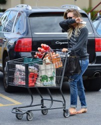 Kaley Cuoco - Grocery shopping in LA 1/19/14