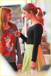 Stefanie Scott @ farmer�s market in Studio City 1/19/14