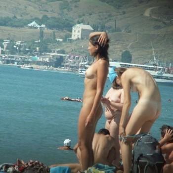 фото на пляже в раздевалке девушки