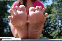 LEXI bad feet
