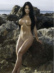 Michelle Lewin desnuda y bikini