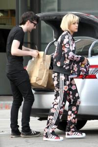 Fotos UHQ Sin Marcas: Rita Ora en Blushington Makeup Beauty Lounge, West Hollywood, 24 Marzo