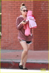 Vanessa Hudgens in Studio City For a Yoga Class - March 29, 2014