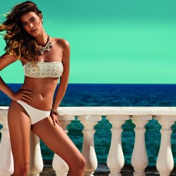 ocean background Barbara Palvin twin set