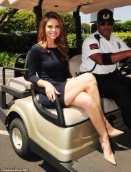 Maria Menounos on the Extra Set in Universal City on April 16, 2014