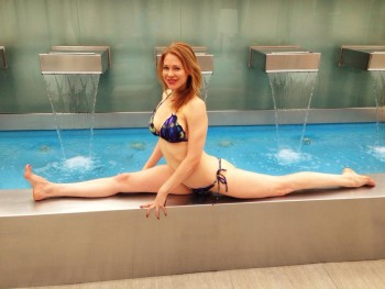 Maitland Ward doing the splits.....