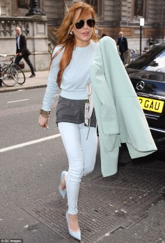 Lindsay stepped out for lunch on Thursday in London - x 4 lq