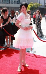 Sarah Silverman in white dress at 2008 Creative Arts Emmy Awards