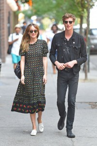 Fotos UHQ & HQ sin marcas: Dakota Johnson & Matthew Hitt caminando en
