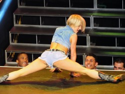 Julianne Hough Performing at a Dance Show in Los Angeles on July 26, 2014