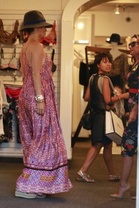 c268eb342186107 Jennifer Lopez and Leah Remini shopping at Fred Segal in L.A. (July 30, 2014) candids