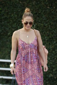 d30717342186035 Jennifer Lopez and Leah Remini shopping at Fred Segal in L.A. (July 30, 2014) candids