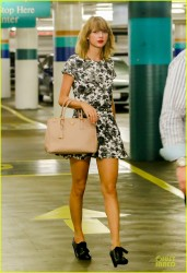 Taylor Swift - Out & About in NYC 8/8/14