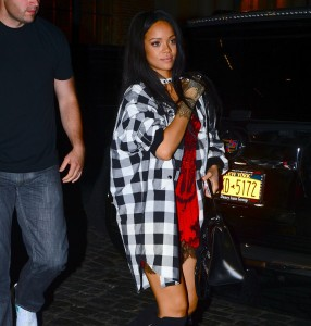 2b7b91346438817 Rihanna arriving to VIP Nightclub (August 18, 2014) candids