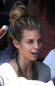 000eec346464895 AnnaLynne McCords dress blew up to reveal her underwear in Venice, August 20 x 31 HQs candids