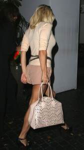 ae4836346464345 Pamela Anderson leaving Chateau Marmont in Los Angeles, August 20 x 21 HQs candids