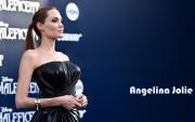 Angelina Jolie : Sexy Wallpapers x 5