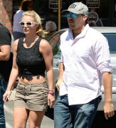 Britney Spears - Having lunch at Corner Bakery Cafe in Thousand Oaks August 25-2014 x44
