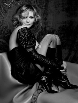 Kirsten Dunst - 1 B/W Picture  -  Colored by me:)