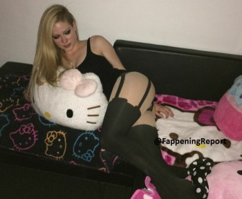 Avril Lavigne Leaked Picture - Adds