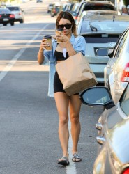 Vanessa Hudgens - Getting coffee in LA 9/15/14