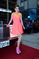 Amber Kuo nice legs in pantyhose at a autograph session in Taipei 8/14/12