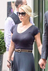 Jessica Simpson Leaving Her Hotel in Soho - October 1, 2014