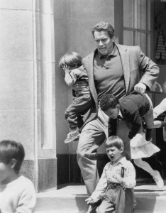 Детсадовский полицейский / Kindergarten Cop (Арнольд Шварценеггер, 1990).  C400eb356582366