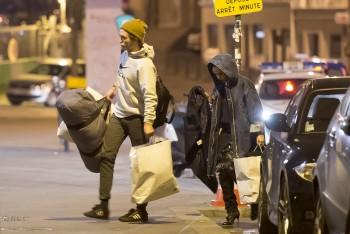 15 Octubre - Nuevas fotos de Rob y FKA Twigs en París, anoche!!! 00bc01357857418