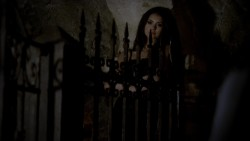 Nina Dobrev in underwear - The Vampire Diaries S02E11 Blu-ray 1080p