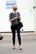 Reese Witherspoon out in Santa Monica November 20-2014 x12