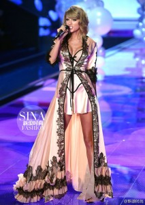Taylor Swift - Victoria's Secret Fashion Show 12/02/14
