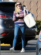 Reese Witherspoon Shopping at Bristol Farms in LA December 13-2014 x26