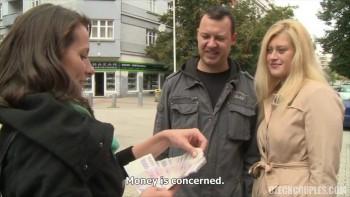 смотреть съем за деньги замужней девушки эмоциональную
