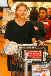 Stefanie Scott - Leaving Ralphs Grocery Store  1/12/15