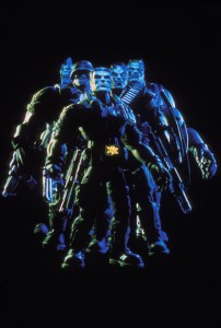 Солдатики / Small soldiers (1998) Кирстен Данст , Томми Ли Джонс (голос) 68775a383637233