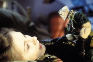 Солдатики / Small soldiers (1998) Кирстен Данст , Томми Ли Джонс (голос) 91473a383637057