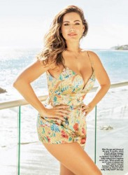 Kelly Brook - Hello magazine