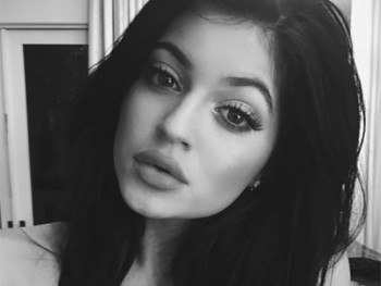 Kylie Jenner - Cute Colored Picture - x 1