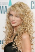 Taylor Swift - 40th Annual CMA Awards in Nashville on November 8, 2006